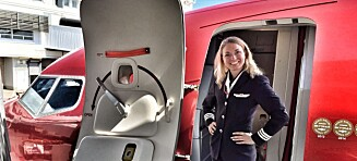Norwegian-piloten Emelie (32) ble kalenderpike for å støtte kreftsaken