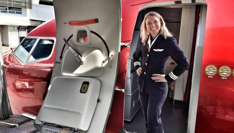 VIL HJELPE ANDRE: Emelie Bonin flyr daglig for Norwgian. Piloten, som selv har hatt livmorhalskreft, er også fitnessutøver, ambassadør for kreftsaken, og pådriver for at flere jenter skal ta pilotutdannelse. Foto: Privat