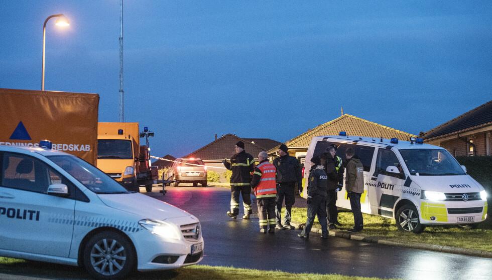 FIRE BARN OG TO VOKSNE: Dansk politi har funnet seks døde personer i en bolig i Ulstrup i Danmark. Foto: Bo Amstrup / Scanpix Danmark / NTB Scanpix