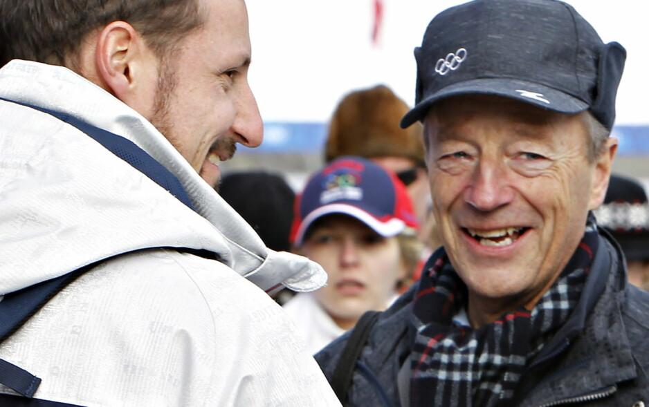 KINAMANNEN: Gerhard Heiberg, her sammen med en fan (t.v.), fikk lørdag hedersprisen under Idrettsgallaen. Me,n det han ikke vet, og ei heller vi, er at han også har et meget spesielt kallenavn i Kina. Foto:  Arnt. E. Folvik.