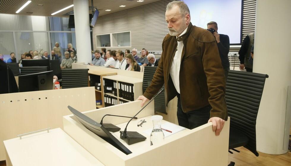 STARTER SIN FORKLARING: Eirik Jensen avgir forklaring i vitneboksen under andre dag av rettssaken mot ham. Jensen er tiltalt for grov korrupsjon og medvirkning til narkotikakriminalitet. Foto: Cornelius Poppe / NTB scanpix