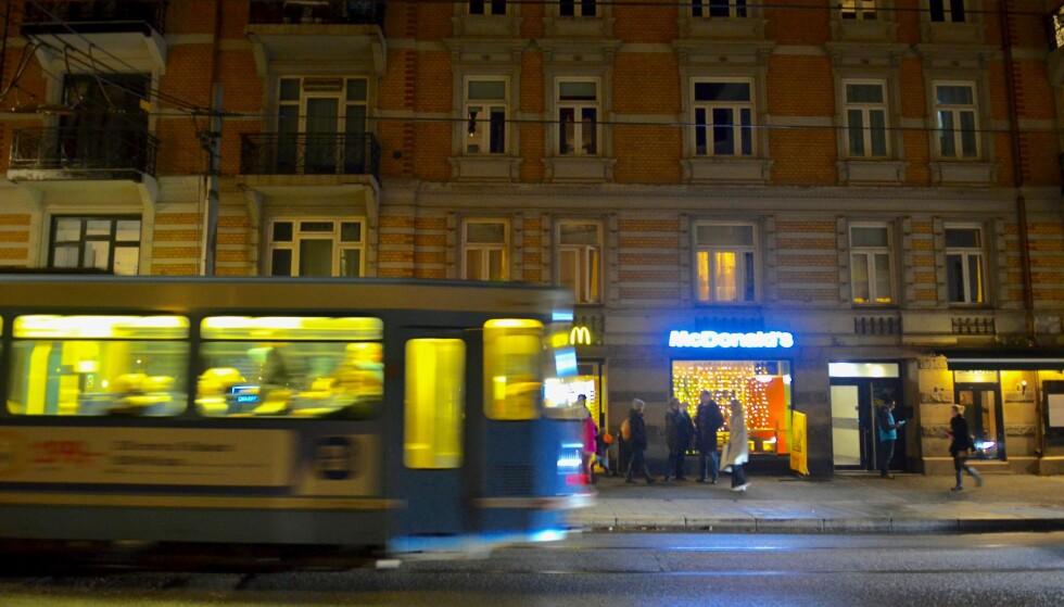 MØTET: Gjermund Cappelen møtte mafiasjefen på denne Mc Donalds restauranten i Oslo sentrum og ble krevd for gammel gjeld. Foto: Per Asle Rustad.