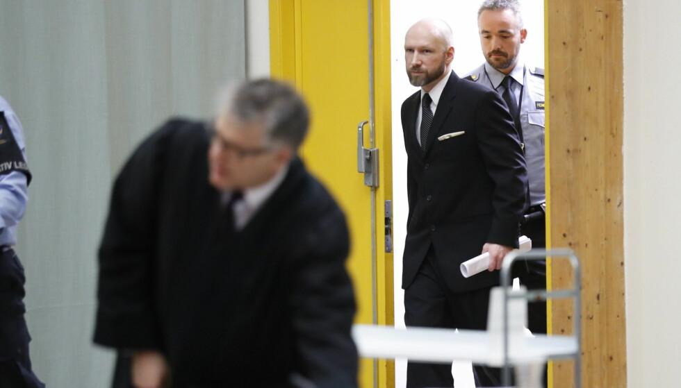SAKSØKTE STATEN: Anders Behring Breivik har saksøkt staten for brudd på menneskerettighetene, og i dag statet ankeforhandlingene i Skien fengsel. Ifølge rapporter fra fengselet, som regjeringsadvokaten i dag refererte til, har Breivik uttat at han bruker hele prosessen til å spille et spill. Foto: Bjørn Langsem / Dagbladet