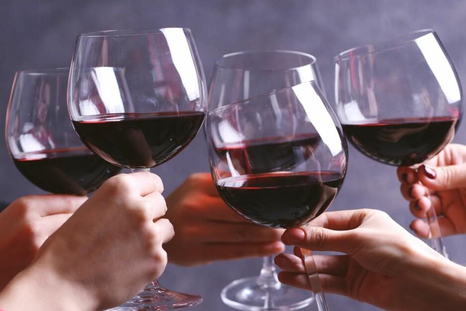 GODT NYTT: Vinmonopolet lanserer hvite og røde viner fra Margaret River sørvest i Australia, Cabernet Franc-baserte Chinon-viner fra Loire, Dolcetto fra Dogliani og en ubestemmelig blanding som går under kategorien «prisgunstige alternativer» i tillegg til testutvalg. Foto: Shutterstock / NTB Scanpix