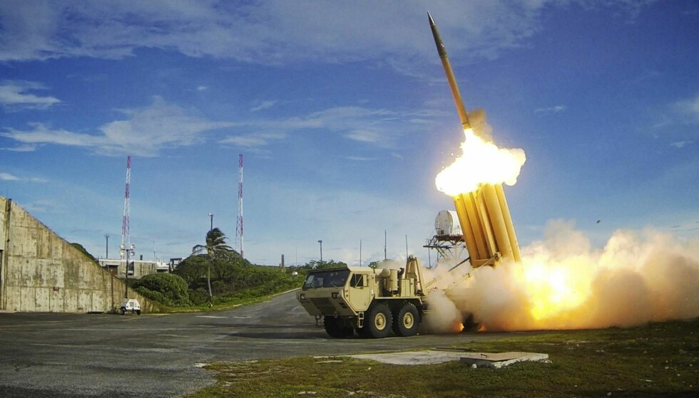 RAKETTSKJOLD: En rakettskjold-missil - Terminal High Altitude Area Defense (THAAD) - skytes ut under en øvelse. Foto: U.S. Department of Defense, Missile Defense Agency / Reuters / NTB Scanpix