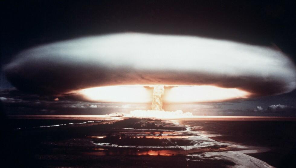 ATMOSFÆRISK EKSPLOSJON: Frankrike var et av landene som ikke skrev under på forbudet mot atmosfæriske prøvesprenginger i 1963. Her tester de en atombombe på Muruaroa-atollen i Fransk-Polynesia i det sørlige Stillehavet i 1971. Den siste av atombomber i atmosfæren ble testen av Kina i 1980. Foto: AFP PHOTO / NTB Scanpix