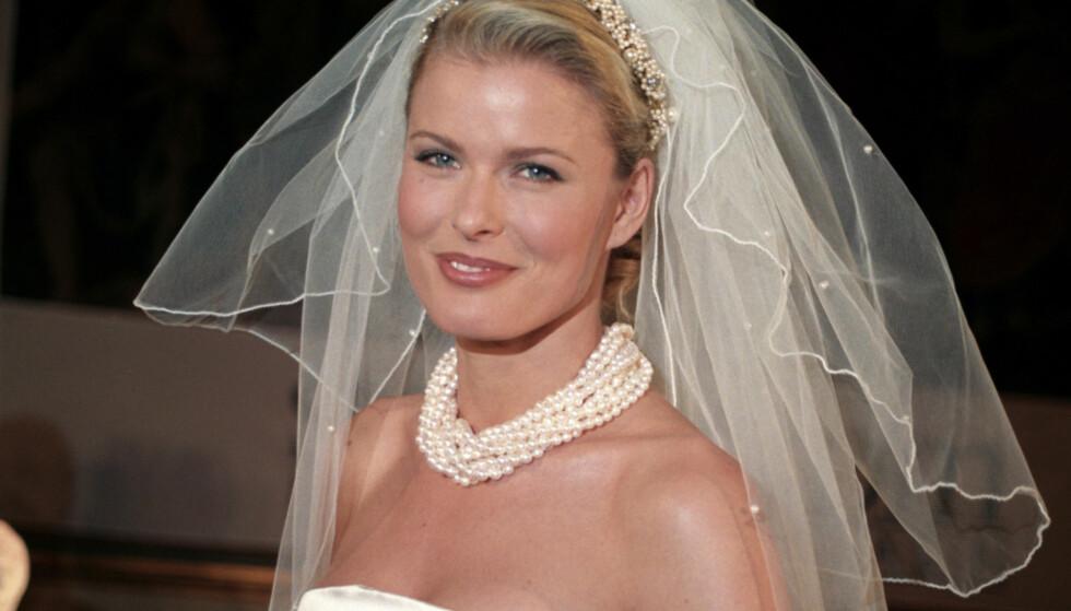 BRUD: Nei da, dette er ikke fra Vendelas bryllup. Men som modell har hun gått ned catwalken for utallige brudekjoledesignere. Dette var på Grand Hotel i 1996. Foto: NTB scanpix