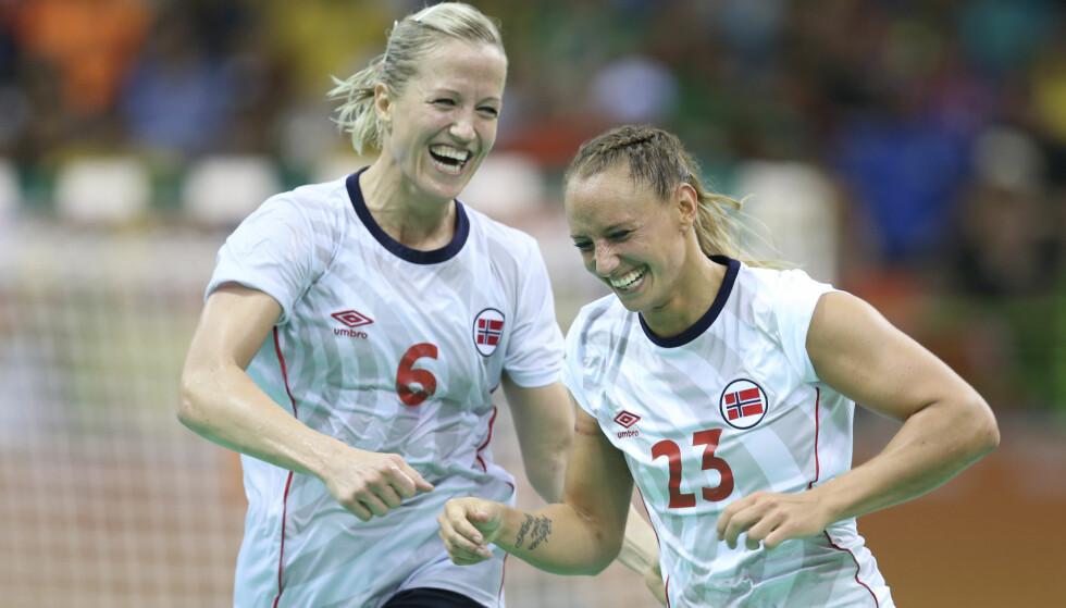 TIL HAMAR?: Heidi Løke (tv) er ønsket i Storhamar. Her med Camilla Herrem fra OL i sommer. Foto: Vidar Ruud / NTB scanpix