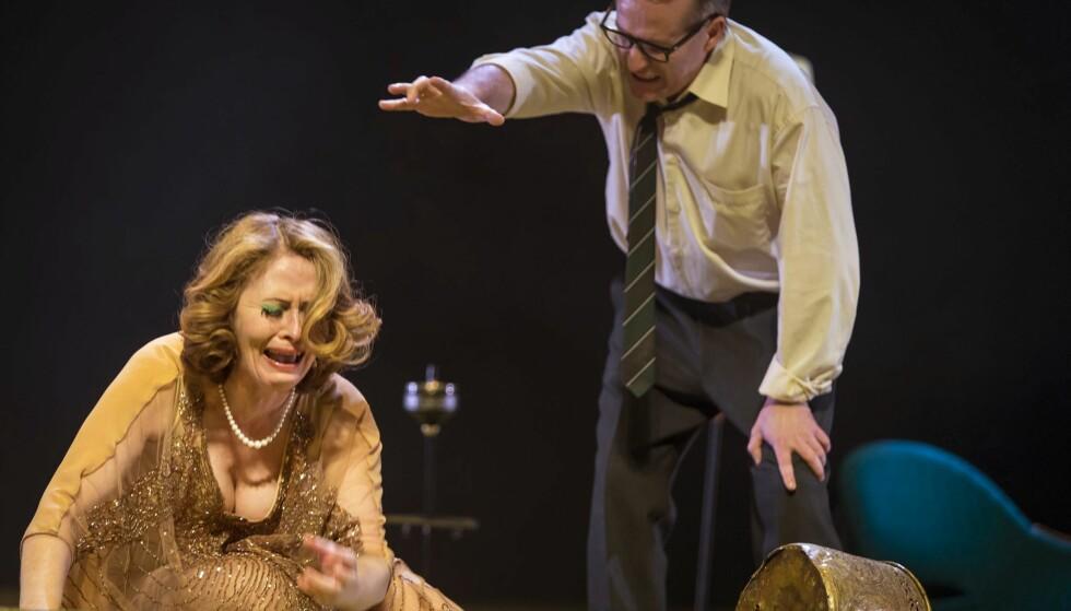 SAMLIVSMAKTKAMP: Janne Kokkin og Trond-Ove Skrødal i «Hvem er redd for Virginia Woolf?» på Trøndelag Teater. Foto: Bengt Wanselius, Trøndelag Teater