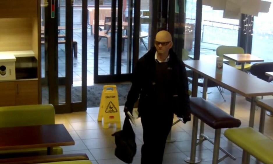 BER OM TIPS: Politiet ønsker opplysninger etter grovt ran på McDonald's Furuset. Foto: Politiet