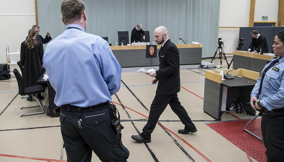 FORKLARTE SEG: Terrorist Anders Behring Breivik (37) forklarte seg for Borgarting lagmannsrett - for anledningen flyttet til gymsalen i Skien fengsel - i går. Foto: Bjørn Langsem / Dagbladet