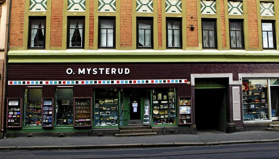 BLIR BAR: I respekt for Sagenes høyt elskede, nå nedlagte jernvarehandel O. Mysterud, beholdes navnet og fasaden når det nå blir bar her. Foto: KATRINE NORDLI
