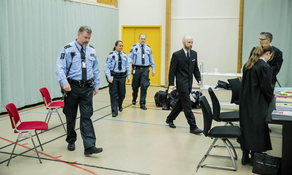 I RETTEN: Anders Behring Breivik (37) har saksøkt staten for brudd på menneskerettene under soningen hans.  Foto: Bjørn Langsem / Dagbladet