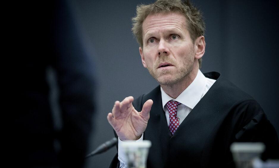 PROSEDERER: Regjeringsadvokat Fredrik Sejersted holder i dag prosedyre i ankesaken der massemorder Anders Behring Breivik har saksøkt staten. Foto: Bjørn Langsem / Dagbladet