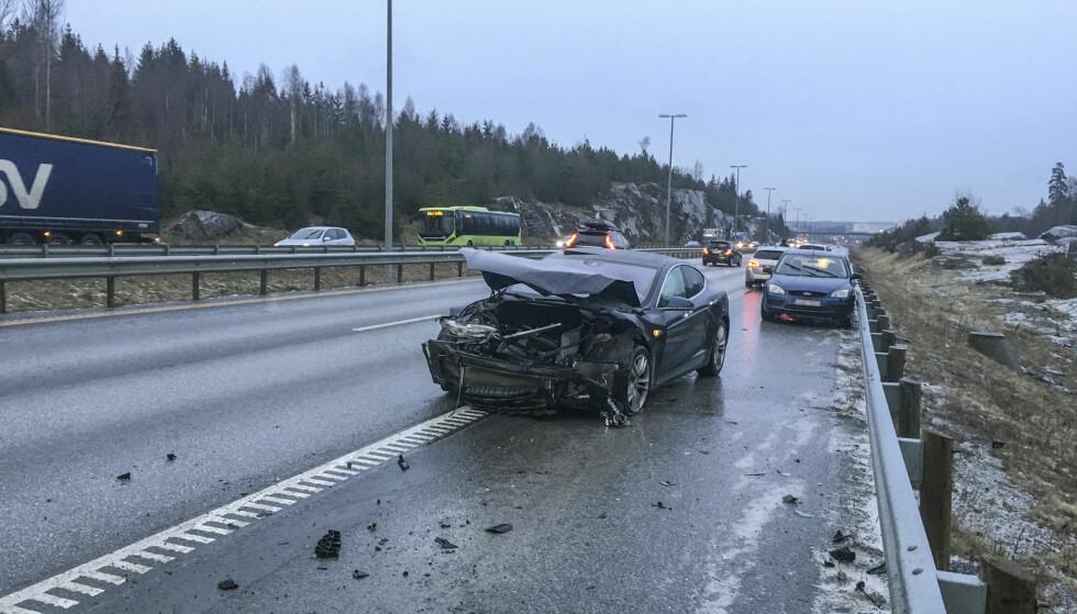 E6: Trafikkulykke på E6 mellom Ås og Son. Underkjølt regn i store deler av landet førte til trafikkuhell med mange involverte biler tirsdag. Foto: Tor Aage Hansen / NTB scanpix