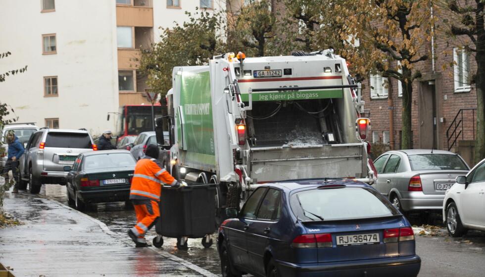LANGE DAGER: Det har vært langvarige problemer med søppelhåndteringen i Oslo etter at Veireno overtok som hele byens søppeltømmer i oktober. Blant annet er det avdekket et stort antall brudd på arbeidsmiljøloven. Foto: Terje Bendiksby / NTB scanpix