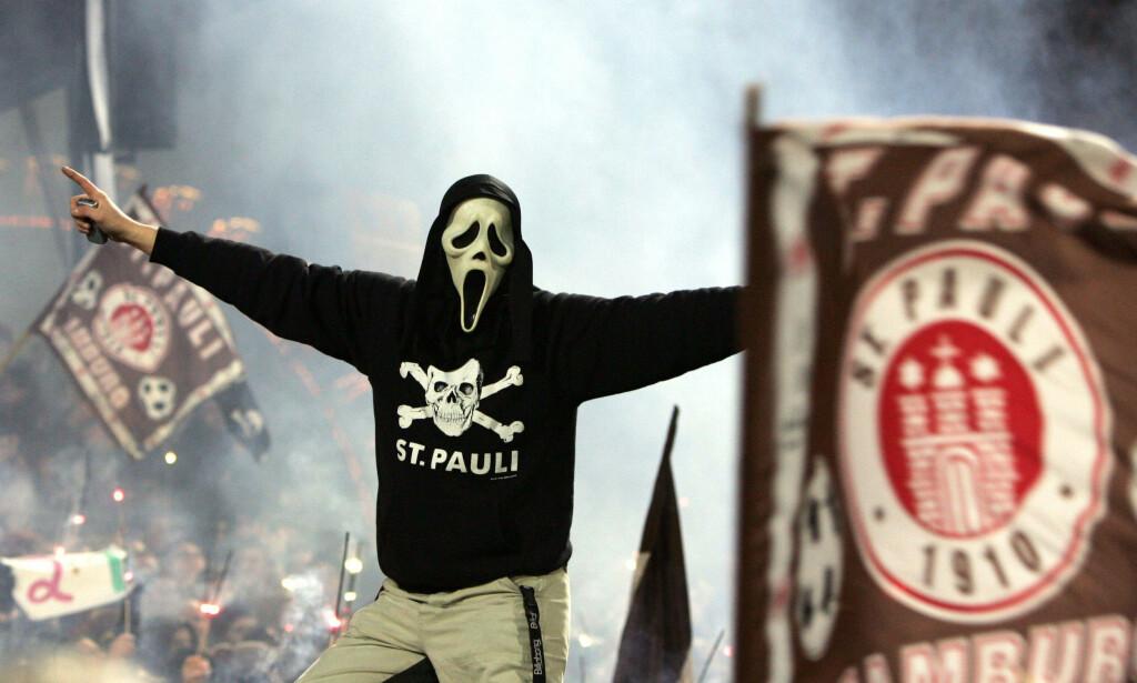 GALSKAP: Kultklubben St. Pauli er for alle typer folk. Her kan du være deg selv hundre prosent. Foto: AFP/DAVID HECKER/NTB Scanpix