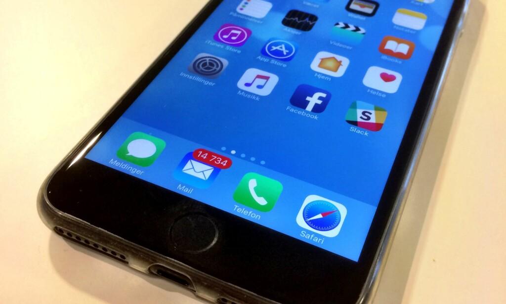 MANGLER: Pen, flat og effektiv - men med noen vesentlige mangler. iPhone 7, Apples nyeste vidunder som ble lansert i fjor, har ikke vanlig utgang til hodetelefoner. En bagatell for noen, grenseløst irriterende for andre. Spesielt alle som nylig har investert i nye, flotte hodetelefoner.