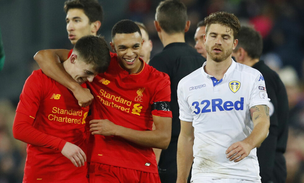 LOVENDE: Liverpool-talentene Ben Woodburn og Trent Alexander-Arnold spås en lys framtid i Liverpool. Her etter kampen mot Leeds i november. Foto: NTB Scanpix