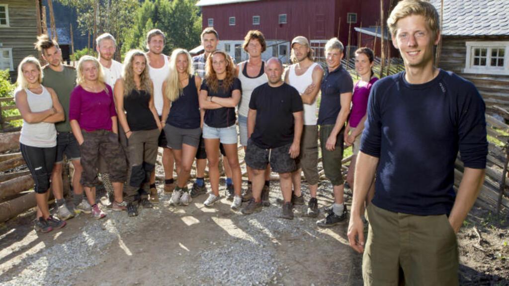FOR LETTKLEDDE FOR NØRSTRUD: Den kristne «Farmen»-deltakeren Andreas Nørstrud (27) mener at de lettkledde jentene, altså i shorts og singlet, inne på gården er «fristelser» for mennene. Foto: TV 2
