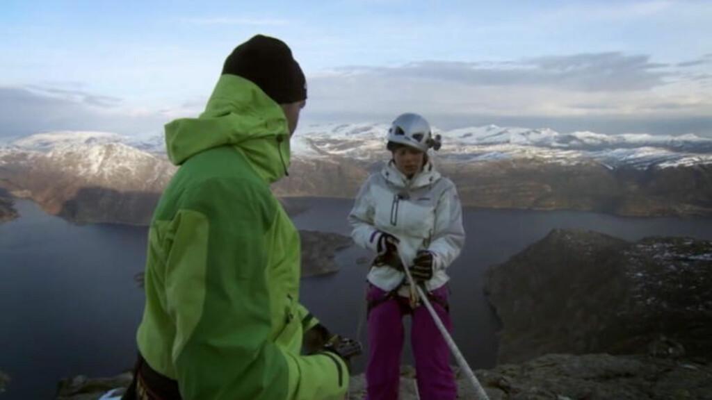LUFTIG OPPGAVE: Alt Ida konsentrerte seg om på vei ned var å stirre rett inn i fjellveggen. Foto: TVNorge
