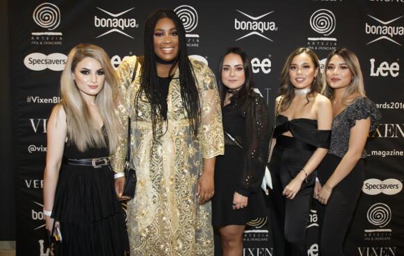 RØD LØPER: Bloggerne Gilan, Chioma Anugweje, Camilla, Tsutsumi Hoang og Alexandra Hoang ankommer Vixen Blog Awards 2016 på Grand Hotel i Oslo torsdag kveld. Foto: Heiko Junge / NTB scanpix