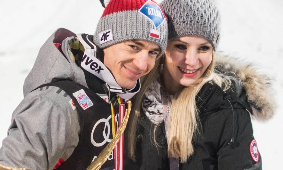 <strong>KJENDISPAR I POLEN:</strong> Kamil Stoch og kona Ewa Bilan-Stoch ser fram til hopprenn på hjemmebane denne helga. Foto: NTB Scanpix