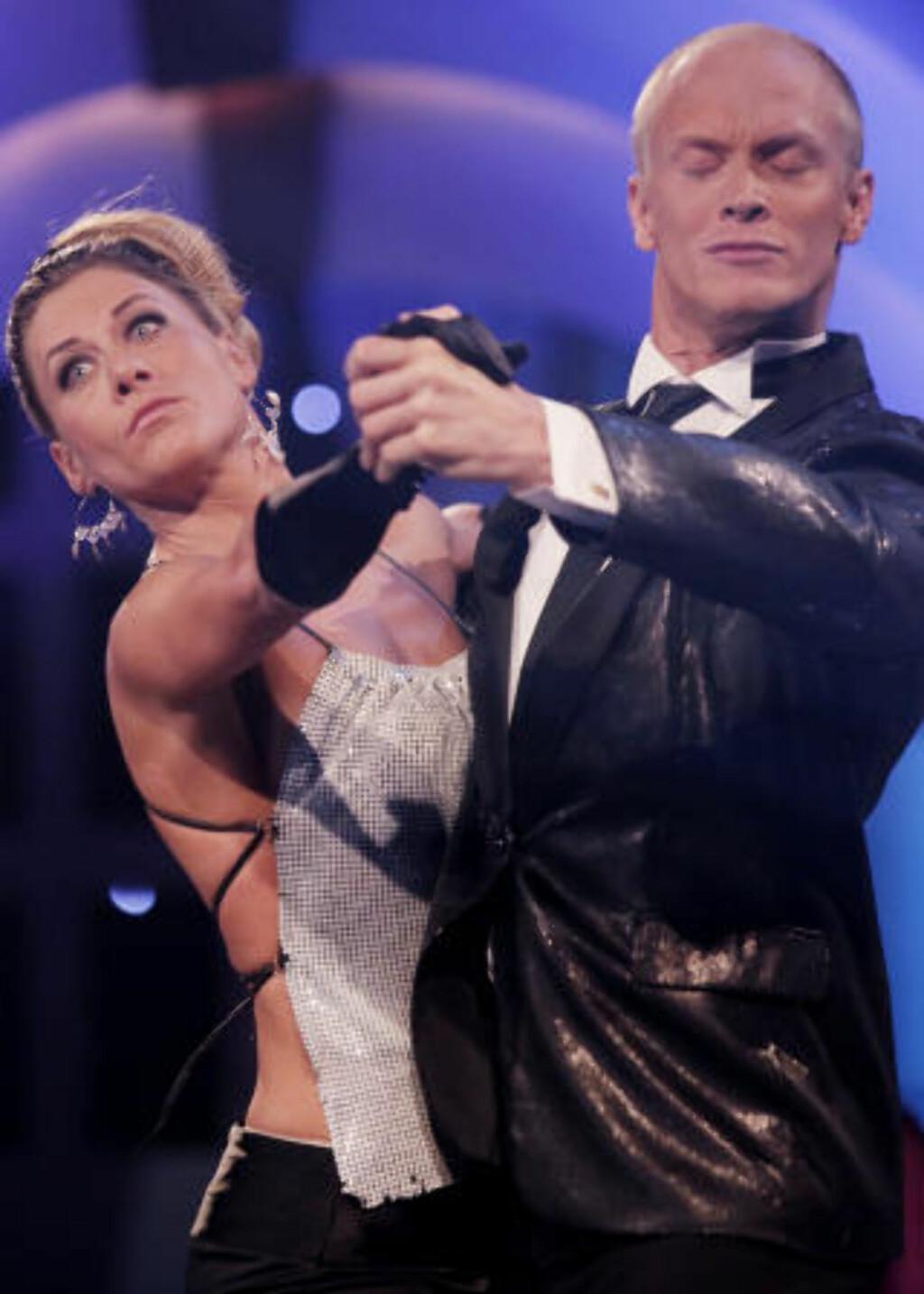 IKKE DOMMERNES FAVORITT: Cecilie Skog  og dansepartner Tobias Karlsson fikk nest færrest poeng av dommerne i sist lørdags «Skal vi danse»-runde. Foto: Sveinung U. Ystad