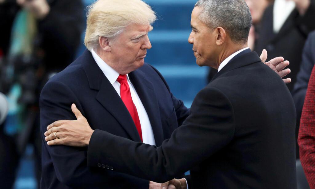 ULIK LEDERSTIL: USAs president Donald Trump og hans forgjenger Barack Obama er kjent for å ha en meget ulik lederstil. Her er de sammen under Trumps innsettelse 20. januar i år. Foto: REUTERS / Carlos Barria