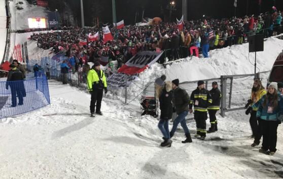 <strong>HOPPGALE:</strong> Publikumsoppmøtet på kvalifiseringen i Zakopane var rett og slett imponerende. FOTO: TORE ULRIK BRATLAND
