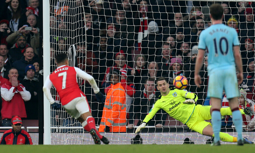 ISKALD: Alexis Sanchez sikret Arsenal-seieren på overtid. Foto: NTB Scanpix