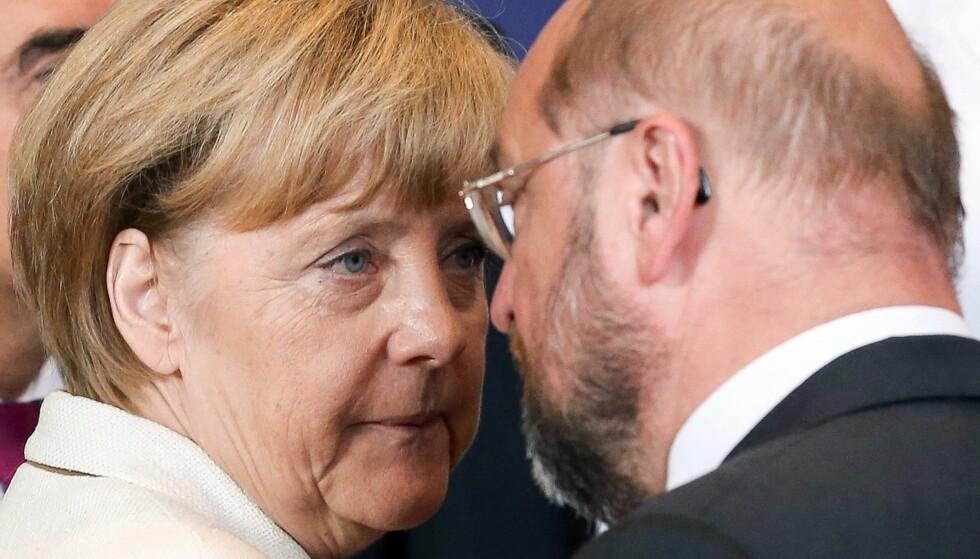 ANSIKT TIL ANSIKT: Forbundskansler Angela Merkel og utfordrer Martin Schulz. Foto: EPA / NTB / Scanpix