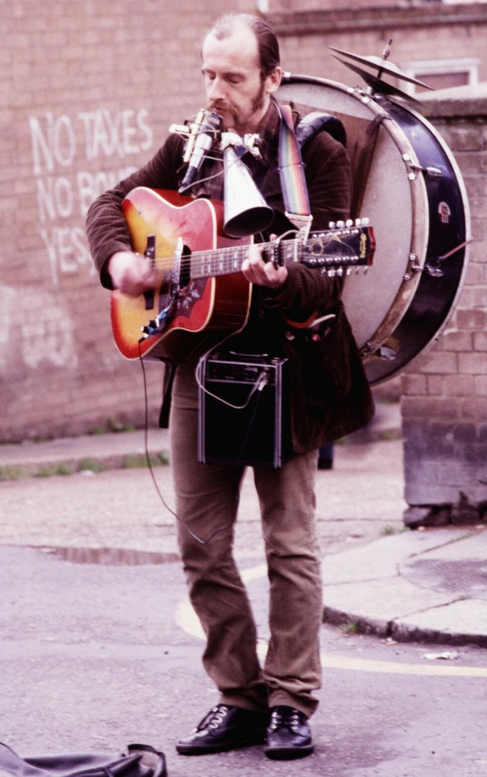 OLD TIMES: London ble besøkt første gang i 1973. Siden da er det blitt veldig mange turer og i 1980 var det stas å ta bilder av gatemusikanter i nærheten av Notting Hill. Foto: Tom Stalsberg