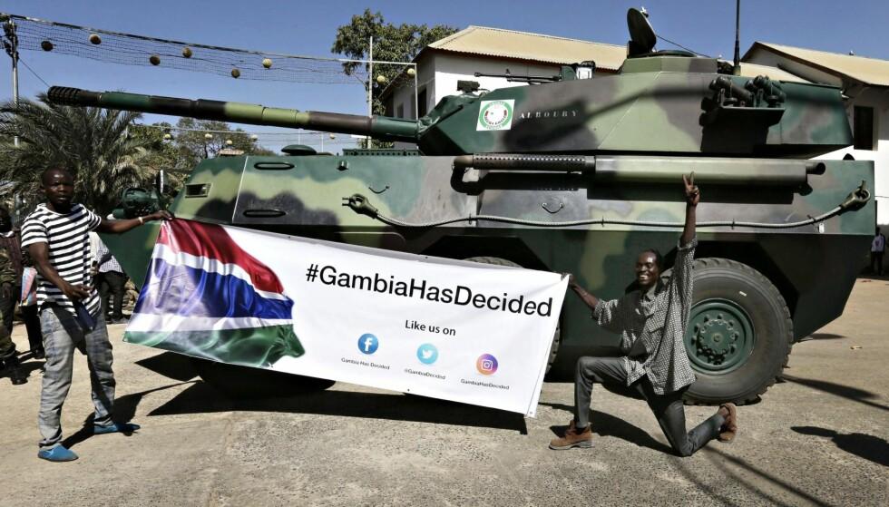 Hjelp fra Senegal: Militære kjøretøy fra Senegal inntok presidentpalasset i Banjul, Gambia, 23. januar i år. Ekspresident Yahya Jammeh har flyktet landet og den folkevalgte Adama Barrow er nå innsatt. Foto: Legnan Koula / EPA / NTB scanpix