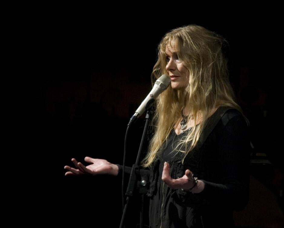 """NY PLATE: I dag utgir Hilde Hefte sitt sjuende album siden 1999, """"Quiet Dreams"""". Hun spiller alle instrumenter selv, bortsett fra tre låter der ektemannen Egil Kapstad spiller piano og en låt med sønnen Simen Hefte Endresen på perkusjon. I kveld spiller hun med band i Flekkefjord. I dagene framover kommer hun til Kristiansand, Arendal, Risør og Skien."""