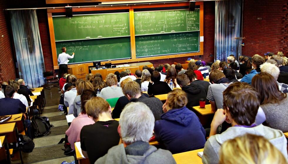 LÆRING: Inger Merete Hobbelstad bidrar i med sin kommentar til å sementere en forståelse av undervisning som formidling, skriver Arild Raaheim. På bildet: Forelesning i auditorium 1 ved Samfunnsvitenskapelig fakultet i Oslo. Foto: NTB Scanpix