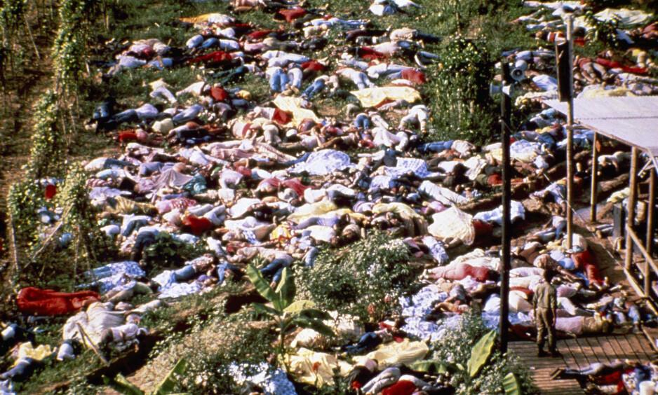 18. november 1978: Helikopterbilder viste hva som hadde skjedd med de nesten 1000 sektmedlemmene i Jonestown. Foto: NTB Scanpix / AP Photo