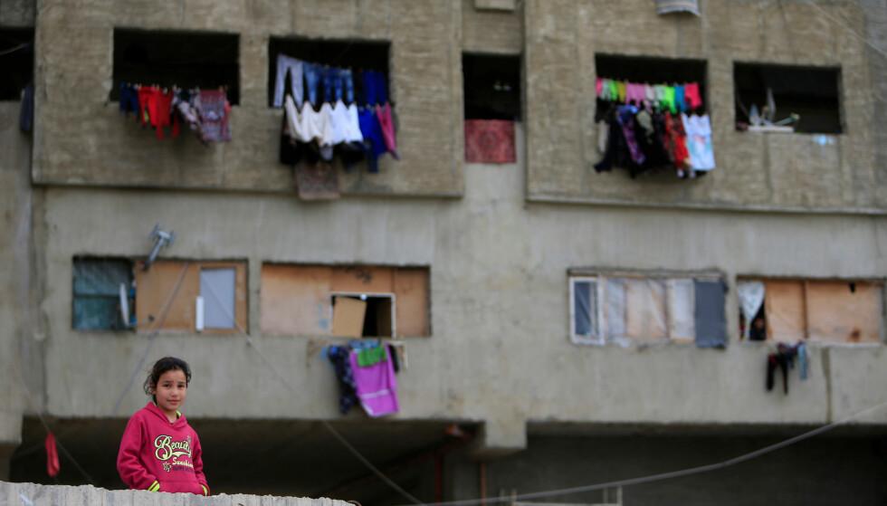 PÅ FLUKT: Syriske flyktninger i Sidon , Sør-Libanon for noen dager siden. Foto: Ali Hashisho  / Reuters / NTB Scanpix