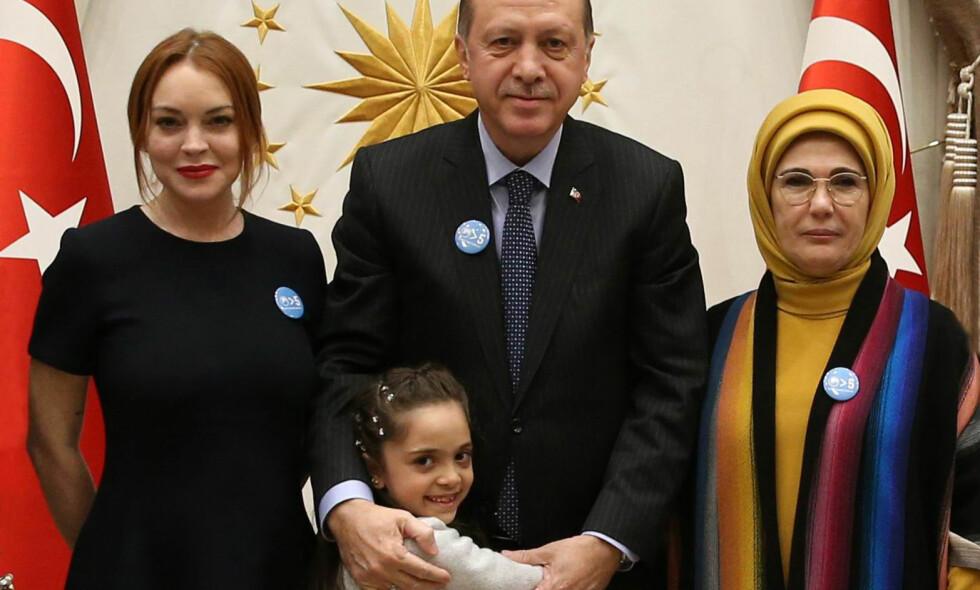 PRESIDENTMØTE: Fredag kveld var Lindsay Lohan hjemme hos den tyrkiske presidenten for å snakke om flyktningkrisen. Foto: Apf / NTB Scanpix