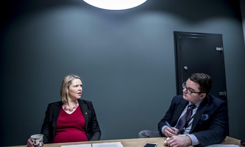 INNVANDRING: Innvandrings - og integreringsminister Sylvi Listhaug sammen med hennes rådgiver Espen Teigen. Bildet ble tatt like før jul. Foto: Thomas Skaug / Dagbladet