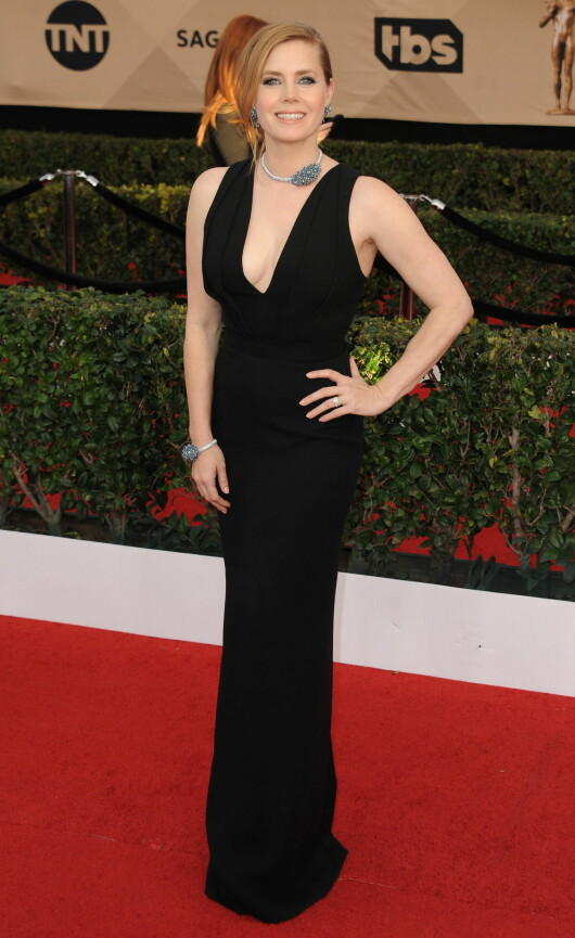 I SORT: Skuespiller Amy Adams i en fotsid kjole fra Brandom Maxwell. Foto: Globe-ZUMA / NTB Scanpix