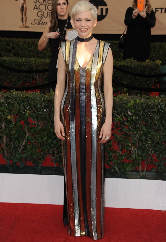 GLITRET: Michelle Williams stilte i en stripete paljettkjole fra Louis Vuitton. Foto: Globe-ZUMA/ NTB Scanpix