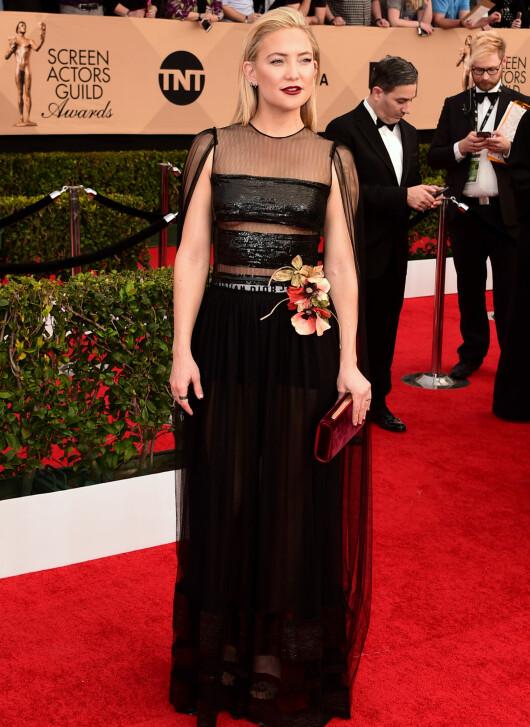 ROCKA: Kate Hudson viste både litt pupp og litt undertøy i denne paljett- og tyllkreasjonen fra Dior.  Foto: Scott Kirkland/PictureGroup/ NTB Scanpix