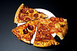 PEPPERONIPIZZA (Fra øverst til venstre, mot klokken): Peppe's, Dolly Dimple's, Domino's og Pizzabakeren.