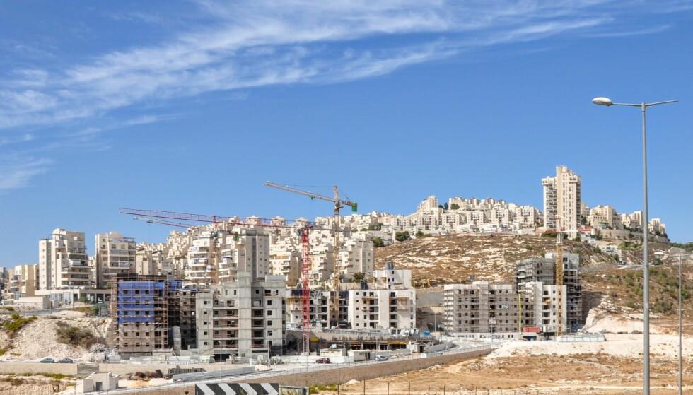 OKKUPERT: Her bygges en bosetning på okkupert territorium i nærheten av Jerusalem. Photo: Mikkel Bahl/Danwatch