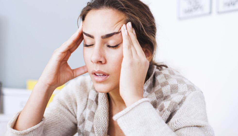 TI PROSENT: Migrene er hodepine som forekommer hos vel ti prosent av befolkningen.  Noen kan ha svært sjeldne anfall, andre flere ganger i uka. En ny forskningsstudie viser at migrene gir økt slagrisiko ved operasjoner. Foto: Shutterstock / NTB Scanpix