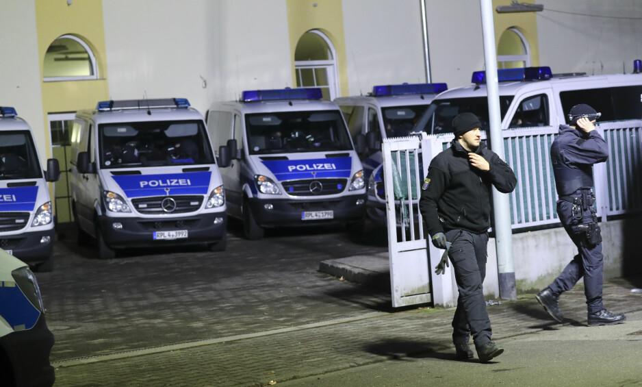 SLO TIL MOT MOSKÉ: Bilal-moskeen i Frankfurt er blant stedene som er raidet av politiet i morgentimene. Foto: Kai Pfaffenbach / Reuters / NTB Scanpix