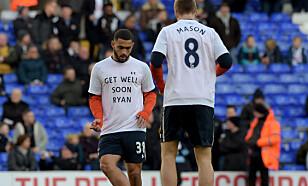 - GET WELL SOON RYAN: Tottenham-spillerne viste deres støtte under oppvarmingen til kampen mot Wycombe. Foto: NTB Scanpix