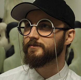 <strong>ETTERLYSER MOTEKRITIKK:</strong> Aleksander Sahr, student og klesdesigner.