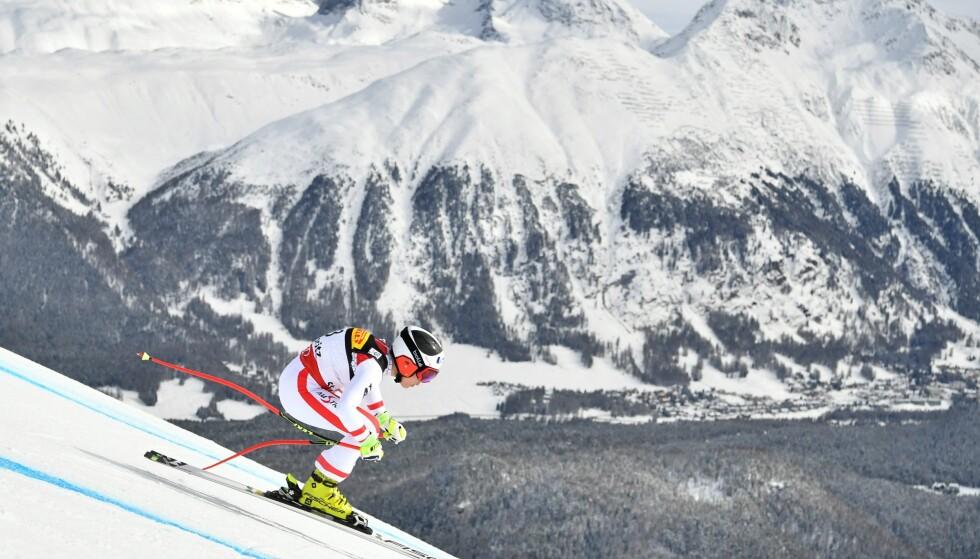 <strong>I FARTA:</strong> Nicole Schmidhofer suser mot VM-gullet. Foto: AFP PHOTO / Fabrice COFFRINI
